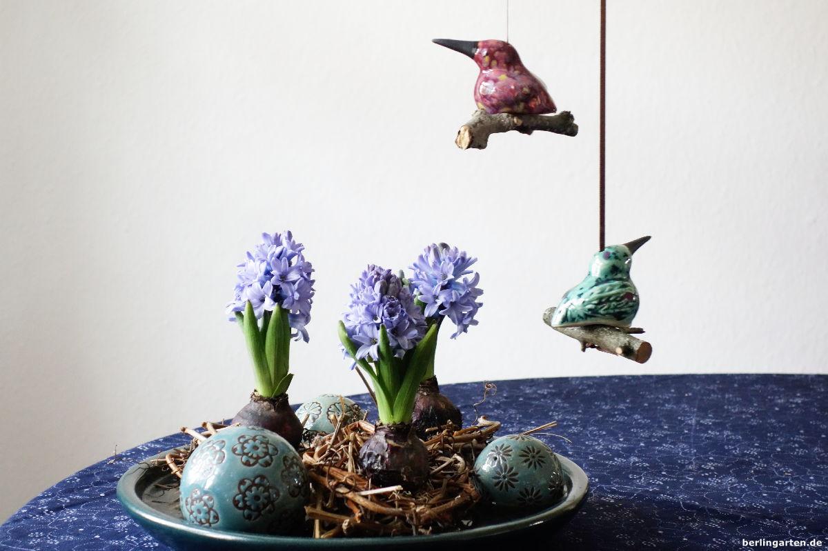 Im fr hlingslook nester mit hyazinthen berlingarten - Keramikkugeln blau garten ...