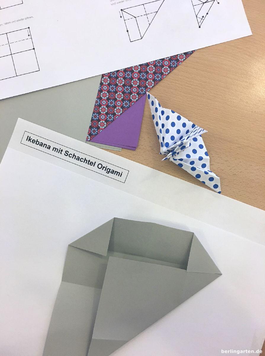 Der Workshop beginnt mit dem Falten einer Origami-Schachtel