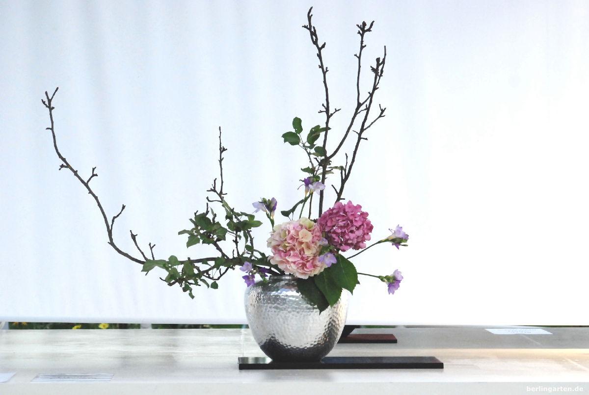 Jiyuka: eine Kreation in freiem Stil der Ikenobo Schule