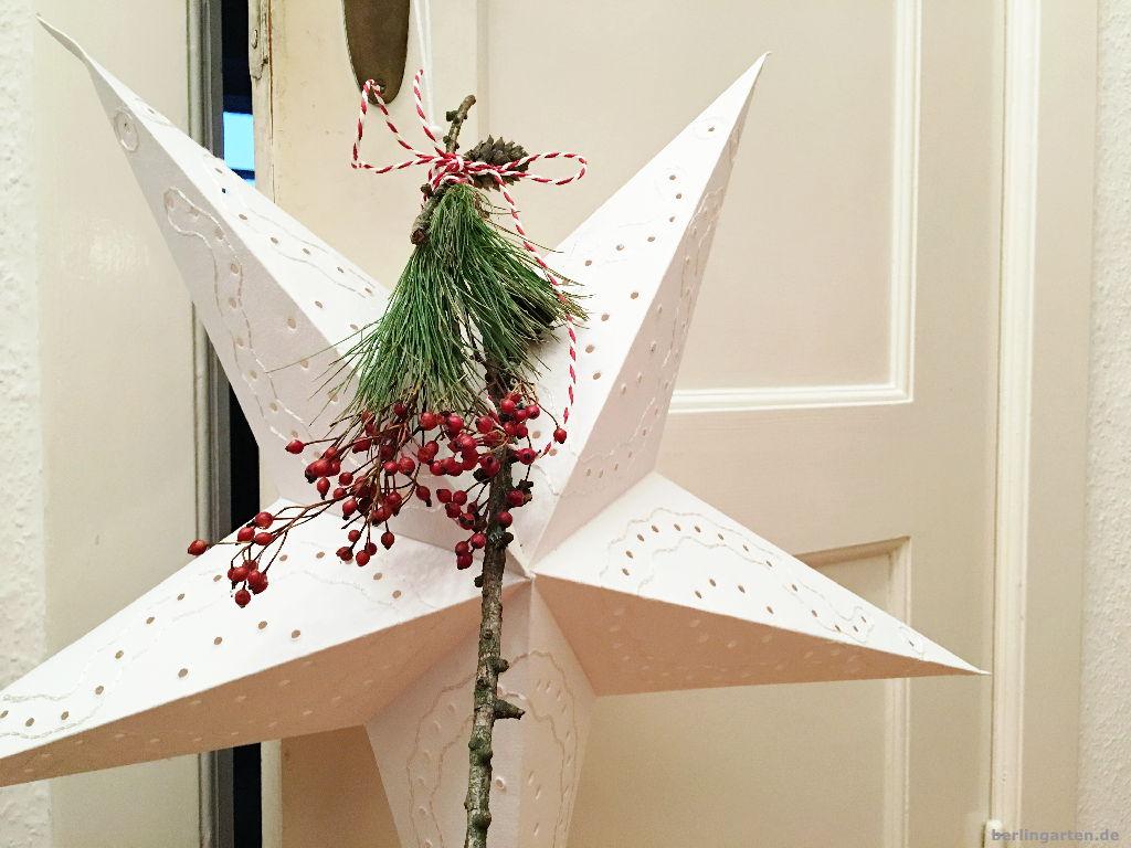 dekorierter stern zu weihnachten berlingarten. Black Bedroom Furniture Sets. Home Design Ideas