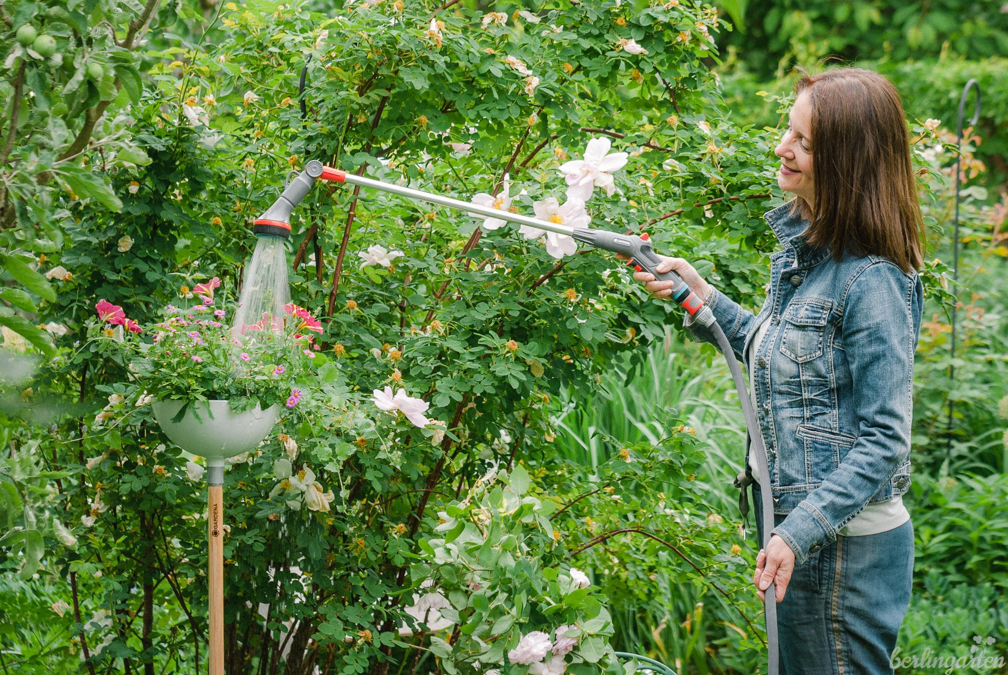 Perfektes Paar: GARDENA Comfort Blumenampel-Gießstab und Textilschlauch Liano™ Set 30 m
