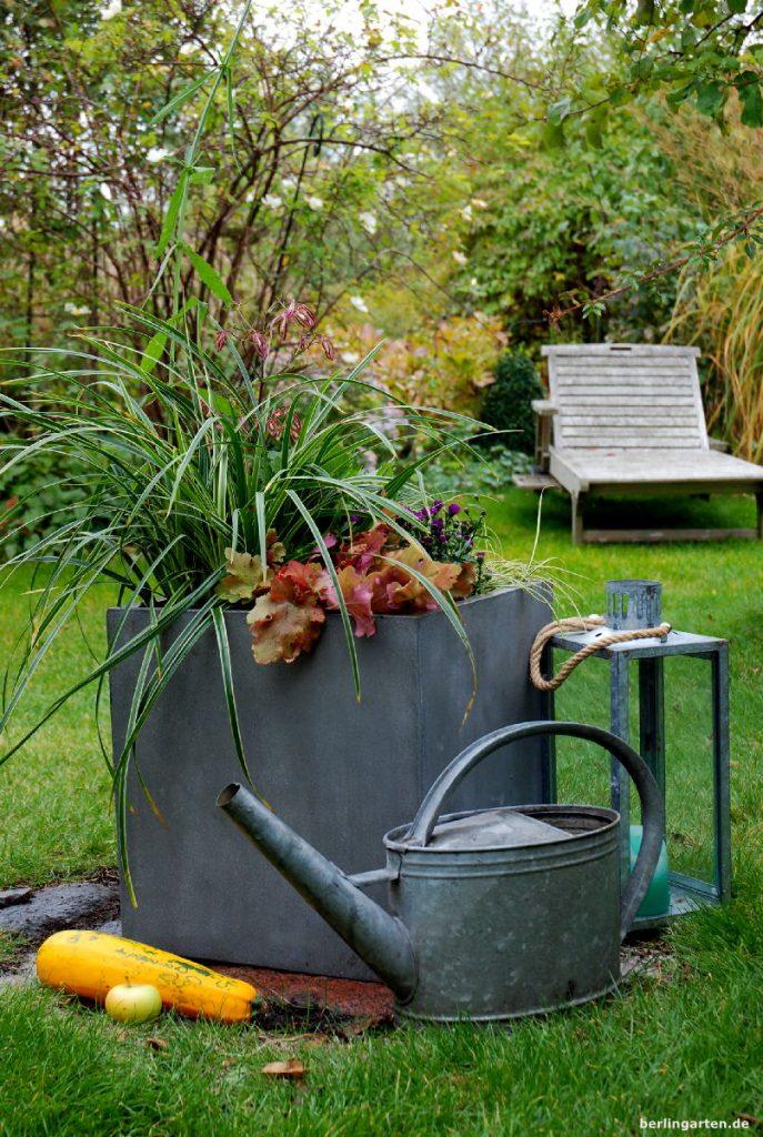 Nachhaltig bepflanzter Kübel von Vivanno