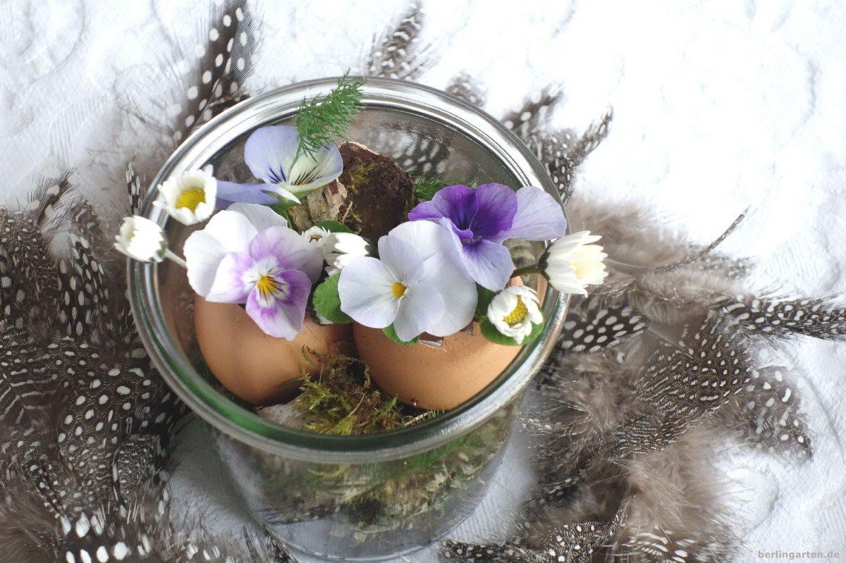 Zu Ostern eine Deko mit Vsen aus Eierschalen