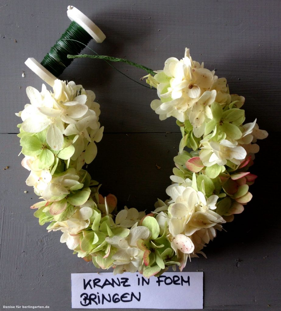 Kranz Aus Zweigen Selber Binden : kranz aus hortensien ganz einfach selber zaubern berlingarten ~ Eleganceandgraceweddings.com Haus und Dekorationen